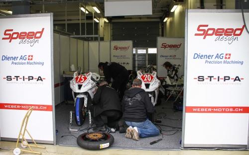 Motorradaufbereitung in der Rennbox