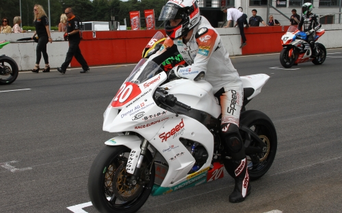 Startaufstellung IDM Superstock 1000, Alex Phillis