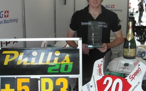 Alex mit seinem gewonnen Pokal